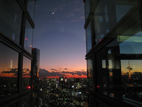 東京タワーと三日月